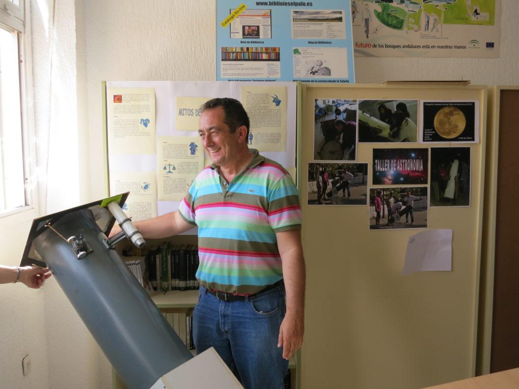 el-telescopio-funciona-en-el-stand-del-proyecto-sobre-astronoma_9076012682_o