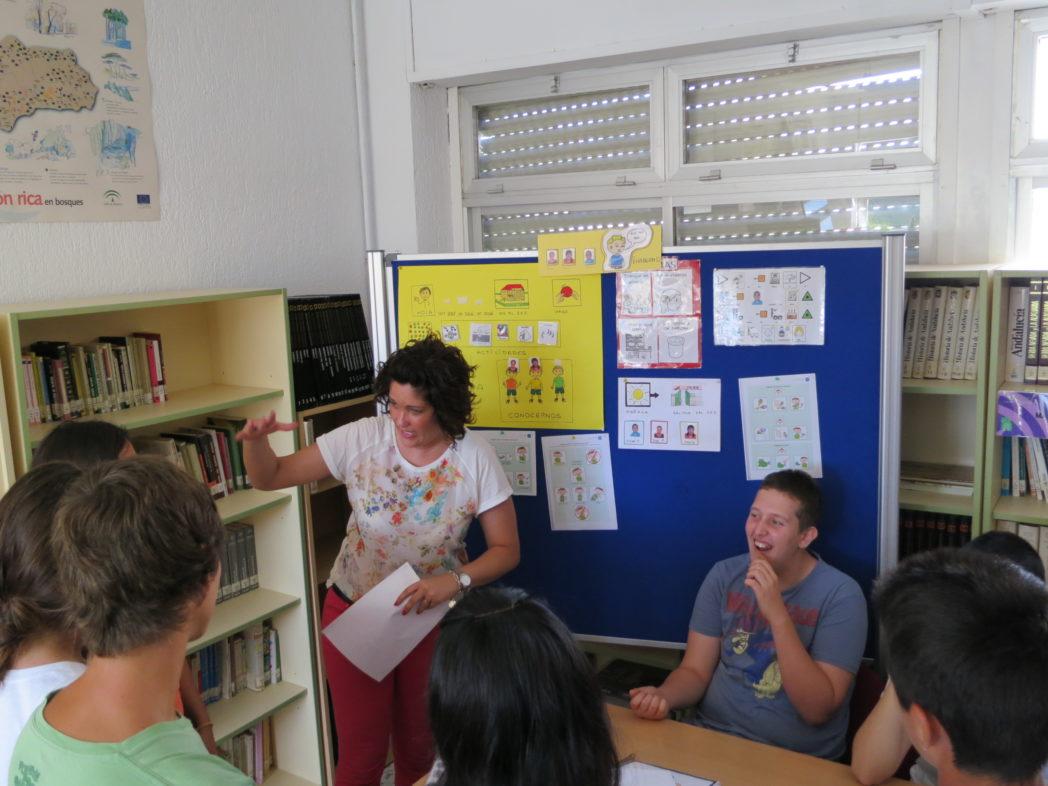 virginia-explica-su-proyecto-con-el-alumnado-autista-a-alumnado-de-1eso-a_9073726753_o